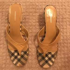 Authentic Burberry sandal 📌 FIRM PRICE📌 37 1/2